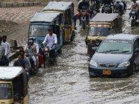 Pakistan'da şiddetli yağışlar can alıyor: 4 ölü