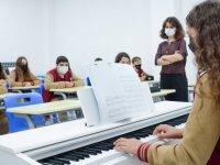Yakın Doğu Koleji, Yakın Doğu Yeniboğaziçi Koleji ile Dr. Suat Günsel Girne Koleji'nde görevli öğretmenlerin tümü aşılı