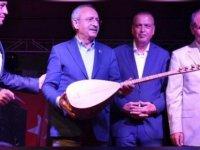 Sevdiği şarkıların listesini paylaşan Kılıçdaroğlu'na müzik eleştirmeni geçersiz not verdi... Dilmener: Müzikle bağları çok zayıf