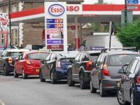 İngiltere'de hükümet, benzin kuyruklarına yol açan krize çözüm arıyor