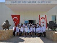 Girne Üniversitesi Sağlık Bilimleri Fakültesi'nde Geleceğin Sağlıkçıları için Beyaz Önlük Giyme Töreni Düzenlendi