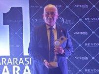 Özçınar, KKTC'nin uluslararası tanıtılması çalışmaları nedeniyle ödül aldı