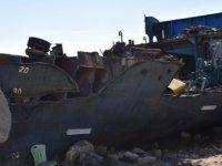 Canaltay, Gazimağusa Limanı'nda parçalanan gemiyi inceledi