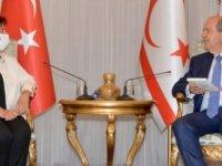 Cumhurbaşkanı Tatar, öğretmen ve yazar Canev Dinçer'i kabul etti