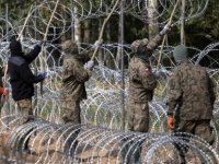 Polonya sığınmacı geçişini önlemek için Belarus sınırında asker görevlendirdi