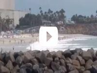 Uçak plaja çakıldı [Video]