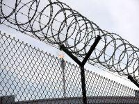 Cezaevlerine düzenlenen baskınlarda 100 mahkum kaçtı