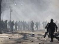 Gösterilerde çok sayıda polis ve gösterici yaralandı