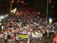 Diyarbakır'da demokrasi yanlılarına destek gösterisi