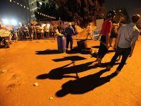 Darbe karşıtları ile destekçileri arasında kavga