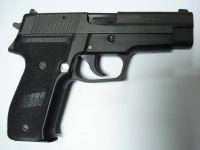 Mağusa'da 29 yaşında gencin aracında tabanca bulundu