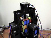 Rubik küpünü 1 saniyede çözen robot