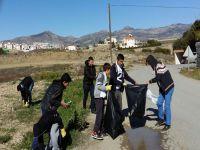 Vakıf Gönüllüsü Gençlere Hamitköy'de çevre temizliği yaptı