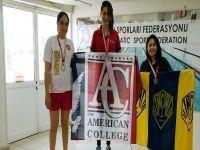Amerikan Kolej öğrencisi yüzme rekoru kırdı