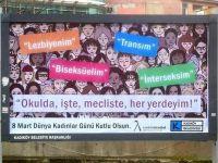 Kadıköy belediyesi billboardlarını LGBTİ bireylere açtı: 'Her yerdeyim'