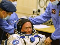 Astronot uzaydan 5 santim uzayarak döndü