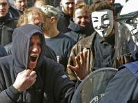 Brüksel'de Nazi selamı veren kalabalığa müdahale