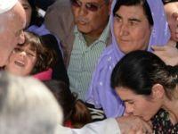 Papa, Midilli'den 12 mülteciyi İtalya'ya getirdi