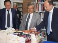 Girne Üniversitesi Kütüphanesi kitap bağışlarıyla zenginleşiyor