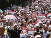 Darbeyi destekleyen Ezher Şeyhini protesto ettiler