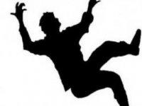 8 yaşındaki çocuk 2.5 metre yüksekten düştü!