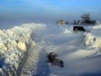 Bin kişi kar yığınları nedeniyle mahsur kaldı
