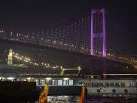 Boğaziçi Köprüsü pembeye büründü