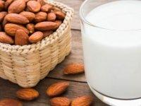 Badem sütü içmek için ille vegan olmanıza gerek yok! İşte tarifi...