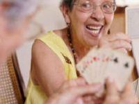 Felç geçiren hastalara 'kağıt oynamak iyi geliyor'