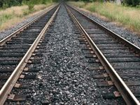 Tren raylarında seks yaparken kafası koptu
