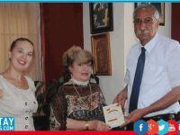 Rus yazar Güngördü'ye kitabını takdim etti