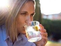 Limonlu suyun 16 faydası