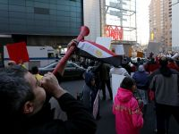 "CNN önünde ""vuvuzela"" ile ""darbe"" protestosu"