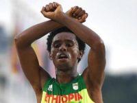 Gümüş madalyalı Feyisa Lilesa: ''Eğer Etiyopya'ya dönersem, hükümet beni öldürür''