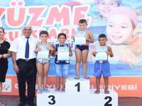 Minik yüzücüler sertifikalarını aldı
