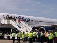 İlk ABD yolcu uçağı Küba'ya indi!