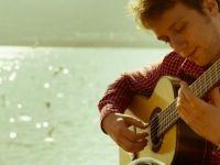 Ünlü gitar virtüözü Reedzıc yarın Bellapais'te sahne alacak