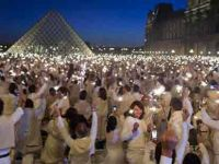 Paris beyaza büründü...