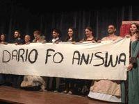 """Baraka Tiyatro Ekibi yeni sezonu Dario Fo Anısına """"Neredeyse Kadın Elizabeth"""" oyunu ile Lefkoşa'da açtı"""