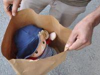 Oyuncak bebeği bomba sandılar