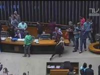 Brezilya'da askeri darbe isteyen eylemciler meclisi bastı