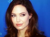 """Angelina Jolie: """"Erkeklerle işim bitti"""""""