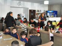 Güzelyurt Belediyesi'nden engelli çocuklara yemek