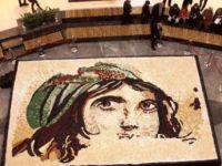 """Baklavadan en büyük """"Çingene Kızı Mozaiği"""" rekoru kırıldı"""