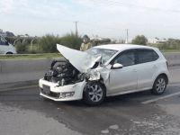 Askeri araca çarptı, parçaları karşı şeritteki aracı kazaya itti!