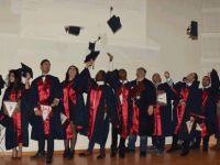 YDÜ Sağlık Bilimleri Fakültesi güz dönemi mezunları diplomalarını törenle aldı