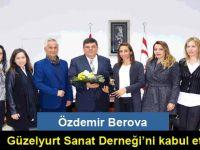 Milli Eğitim ve Kültür Bakanı Özdemir Berova, Güzelyurt Sanat Derneği'ni kabul etti