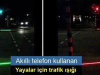 Akıllı telefon kullanan yayalar için trafik ışığı