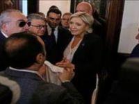 """Aşırı sağcı Le Pen'e """"yolsuzluk kıskacı"""""""