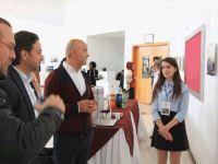 """""""Kadraj"""" isimli fotoğraf sergisi Yakın Doğu Üniversitesinde açıldı…"""